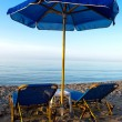 Parasols and chais-longue on the beach — Stock Photo