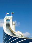 Jumeirah Beach Hotel, preceded by beachfront — Stock Photo