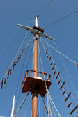 Sailing mast of traditional vintage wooden tall ships — Stock Photo