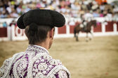 Spanish Bullfighter looking bullfighting — Stock Photo