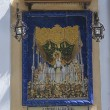 Altarpiece of tiles with a poem dedicated to a virgin, typical of the street in Sevilla — Foto Stock