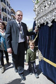 Auxiliary throne or called contraguia accompanied by his son in a procession of holy week — Stock Photo