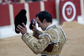 "The spanish bullfighter Manuel Jesus ""El Cid"" to the turning of honour with an ear in his hand — Стоковое фото"
