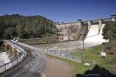 Espulsione dell'acqua dopo pesanti piogge nell'embalse de puente nuevo — Foto Stock