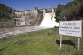 Signal vägledande av förbudet i dammen i puente nuevo — Stockfoto
