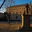 Sunset at statue of Vandelvirwith town hall (Palacio de las Cadenas) on background — Zdjęcie stockowe #34551111