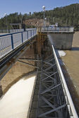 Detail of Mechanism of sluice gates to relieve water from the reservoir — Stock Photo