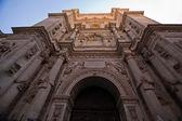 Suntuosa puerta de la catedral de granada — Foto de Stock