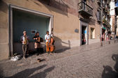 Street musicians playing for a few coins in the career of the Darro — Stock Photo