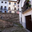Neighborhood in Granada, houses on the banks of the river Darro — Foto Stock