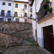Neighborhood in Granada, houses on the banks of the river Darro — Stock Photo
