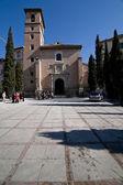 圣伊尔德丰在人行道上的圣伊尔德丰索大教堂 — 图库照片