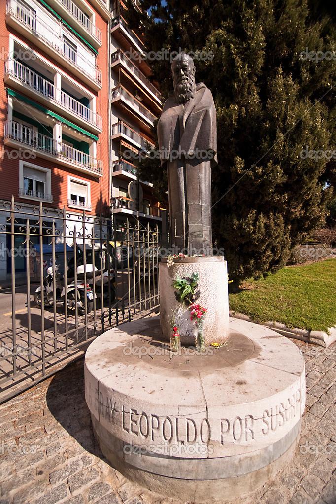 Monumento a la fray leopoldo en los jardines del triunfo for Jardines triunfo granada
