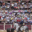 Spanish bullfighter Fermin Bohorquez bullfighting in front of the brave bull with its horse, the public is looking attentively at the toreador in Ubeda — Stock Photo