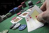 カード ポーカー デッキ カード英語 2 つの ace で試合に勝つ — ストック写真