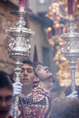 Acolytes with Dalmatian garb support candlesticks during a pretr — Photo