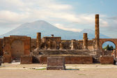 Ancient ruins of Pompei with volcano Vesuvius at back during sunset, Italy — Stock Photo