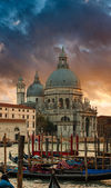 Dramatic sunset over Grand Canal and Basilica Santa Maria della Salute with gondolas in front, Venice, Italy — Stock Photo