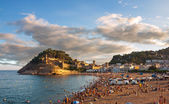 Panoramic view of the medieval castle in Tossa de Mar with dramatic sky, Costa Brava, Spain — Stock Photo
