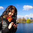 Asian girl with mobile phone — Stock fotografie