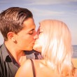 A kiss on the beach — Stock Photo