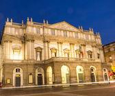 La Scala opera theatre in milano.Night view with light effect — 图库照片
