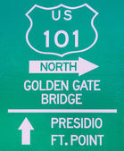Sign indicating the Golden Gate Bridge — Stock Photo