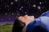 Girl looking at night sky — Stock Photo