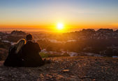 Couple kissing in the sunset — Stock Photo