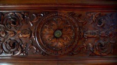 Old doors opening into greenscreen (model 4) — Stock Video