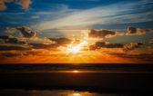 美丽的海洋,在日落时 — 图库照片