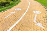 Teken voor fietsers en voetgangers — Stockfoto