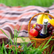 Постер, плакат: Outdoors romantic picnic