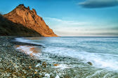 Beautiful summer seascape with mountaine and waves, natural back — Stock Photo