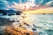 Beautiful summer seascape with mountain and waves, natural backg — Stock Photo
