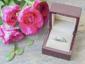 Ring box and pink roses — Stock Photo