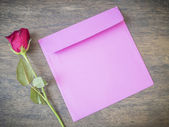 Rose and pink envelope — Stock Photo