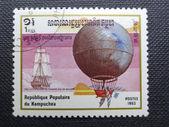 Kamboçya - yaklaşık 1983: kamboçya'da basılmış pul gösterir 1983 dolaylarında bir sıcak hava balon — Stok fotoğraf