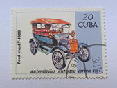 CUBA - CIRCA 1984: A stamp printed in Cuba shows a vintage car, which was produced by Ford Company in 1908. — Foto Stock