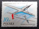 Polen - circa 1986: eine Briefmarke gedruckt in Polen feiert Polnisch Erfolg Segelflugzeug aerobatic-Weltmeisterschaft im Jahr 1985, als Jerzy Makula, circa 1986 gewann — Stockfoto