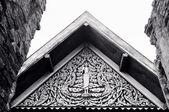Black and white Tympanum in Buddhist temple — Stockfoto