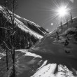Sunny winter day at austrians mountains with ski tracks in snow — Foto de Stock