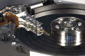 Disque dur avec codes binaires sur le disque — Photo