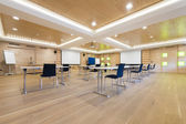 Flipchart and projection screens in wooden conference room — 图库照片