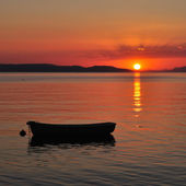 Boat on the sea at sunset — Foto de Stock