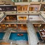 SINGAPORE - JAN 2: Shopping mall at Marina Bay Sands Resort on J — Stock Photo #38721961