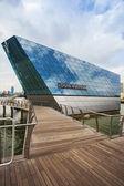 SINGAPORE - JAN 2: The futuristic building housing Louis Vuitton — Stock Photo