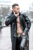 Stylish man on the street in a leather coat. — Stock Photo