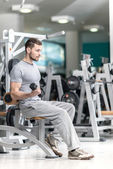 Man doing exercise  with  dumbbells — Foto Stock
