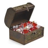 Aprire la cassa del tesoro con gioielli isolato su bianco — Foto Stock